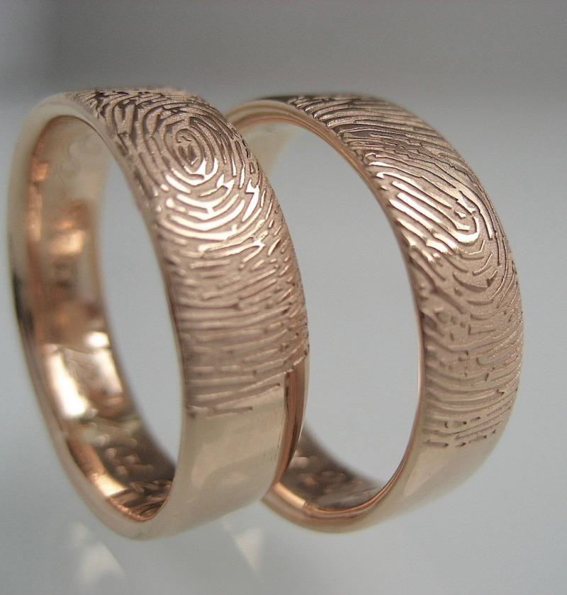 Außergewöhnliche Eheringe mit dem Fingerabdruck vom Brautpaar